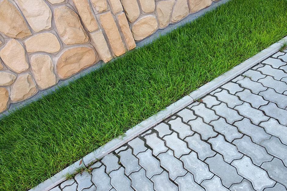 Staza beton ploča trava