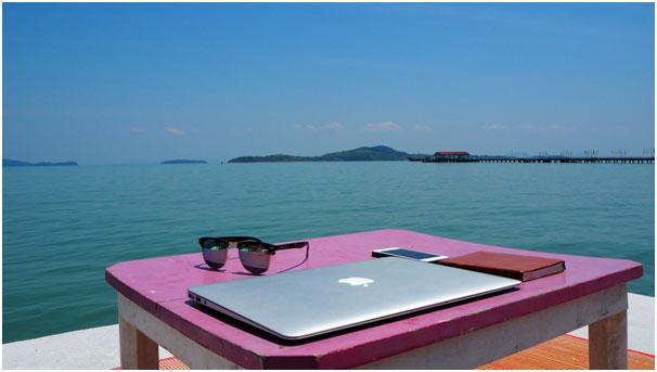 Sto na plazi digitalni nomad