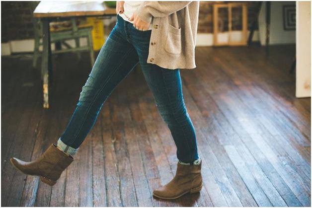 Klasicne farmerke zenske noge