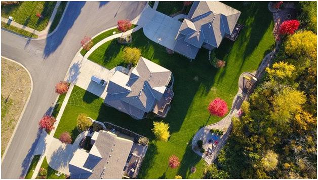 Kuće sa dvorištem i travnjakom